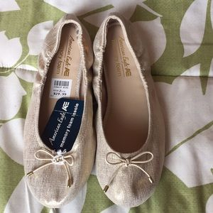 American Eagle Outfitters Shoes - American Eagle girls flats in gold. NWT